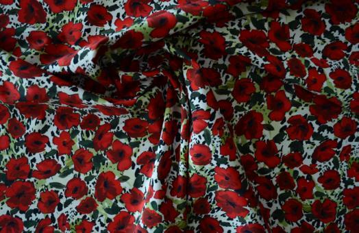 Badeware rot grün schwarz weiß Blumen Flecken