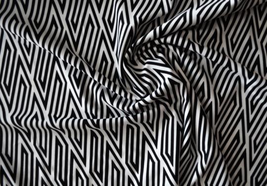 Badeware schwarz weiß Linienmuster