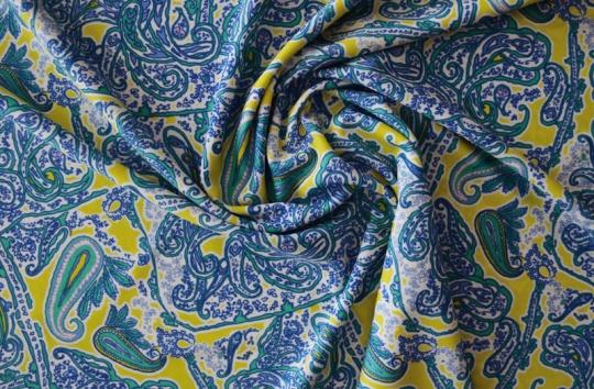 Badeware gelb weiß blau Paisleymuster