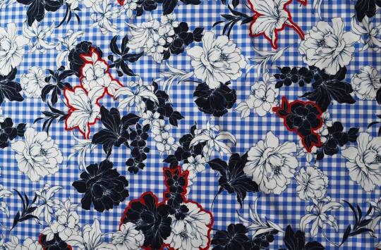 Badeware blau weiß  rot kariert Blumen individuell abgeschnitten