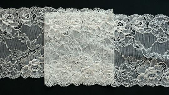 Spitzenband creme16cm