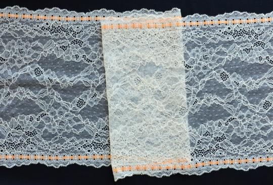 Spitzenband creme orange 22cm