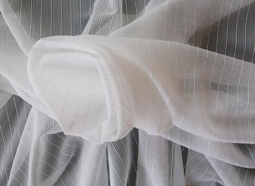 strukturstoff wei streifen t ll meterware naehkurse schnittmuster spitzen stoffe. Black Bedroom Furniture Sets. Home Design Ideas